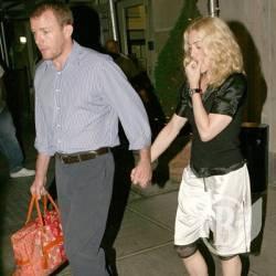 6c2b4dc4a7e2 SVOBODA.FM :: Должен ли мужчина носить женскую сумку?